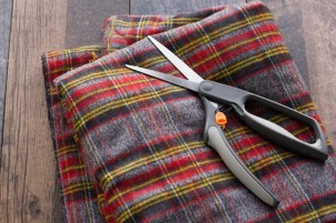diy-no-sew-flannel-blanket-scarf-800x533.jpg